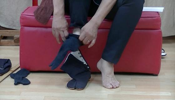 地下足袋の履き方は簡単!足袋ソックスを履いてコハゼで調整